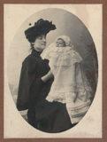Photographie de Madame Boucher et d'un nouveau né
