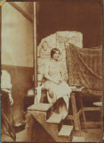 Jeune femme posant comme modèle dans l'atelier de Jean Boucher