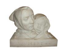 Marbre intitulé «La Mère»