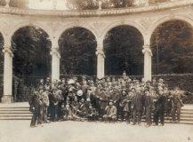 Photographie d'un groupe d'étudiants de l'Ecole nationale des beaux-arts de Paris