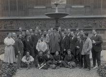 Photographie de groupe des étudiants de Jean Boucher à L'Ecole des beaux-arts de Paris